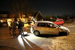 Auto botst tegen brug: bestuurder aangehouden