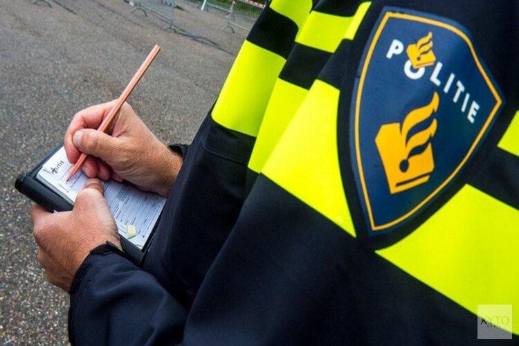 Gemeente Landsmeer gaat strenger controleren op illegaal parkeren Raadhuisplein