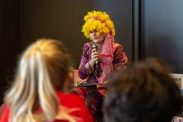 Thea Taal viert weer een feestje in de Bibliotheek Purmerend