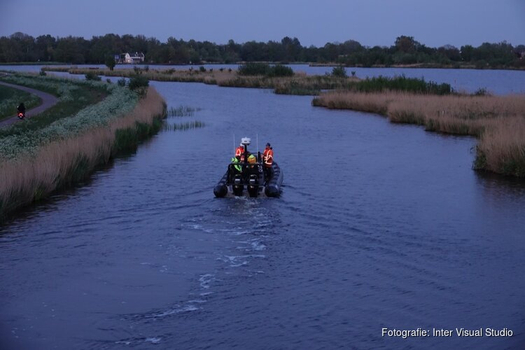 Dwalende woonboot geborgen in 't Twiske