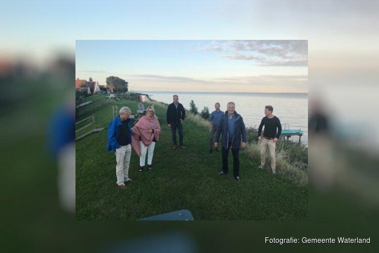 Burgemeester Heldoorn bezoekt dorpsraad Uitdam